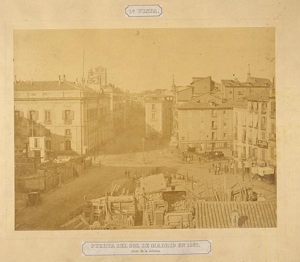 Puerta del Sol de Madrid en 1857 antes de la reforma. 1ª vista