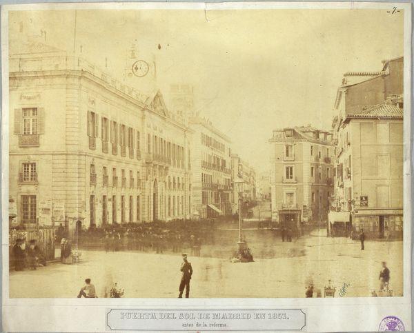 Puerta del Sol de Madrid en 1857, antes de la reforma