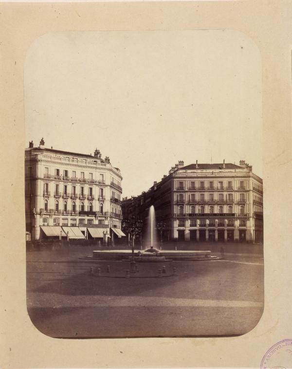 Fuente en la Puerta del Sol con agua del Canal de Isabel II