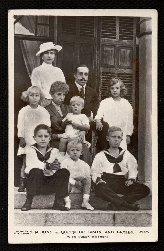 T. M. King and Queen of Spain and family
